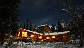 Northern Winter Wilderness | Tagish lodge, Multi-Day Tour, Northernlights, Adventure, Winter, Snowshoeing, Ice Fishing, Wildlife Viewing
